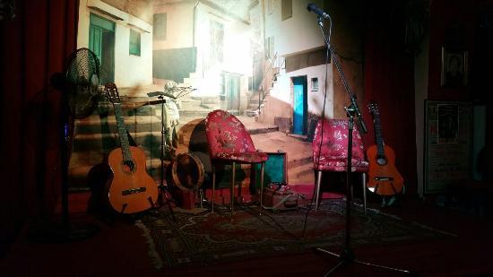La Corte dei Miracoli Cabaret : Il palco: pittoresco!