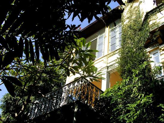 Casa Amarelo by Robert le Heros