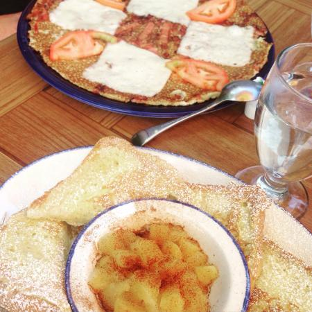 De Dutch Pannekoek House: Yum!!! Great prices and delicious food!!! French toast portion was huge!