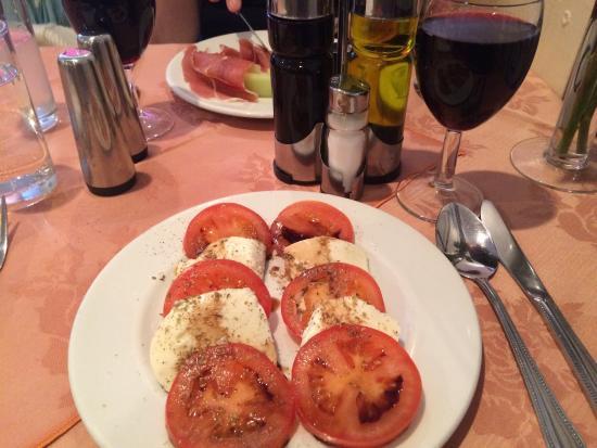Villa Rosa: Fresh roses on the table; a very good tomato and mozzarella starter; tiramisu delivered as reque