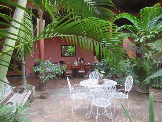 Hotel Casa Antigua : Breakfast in courtyard