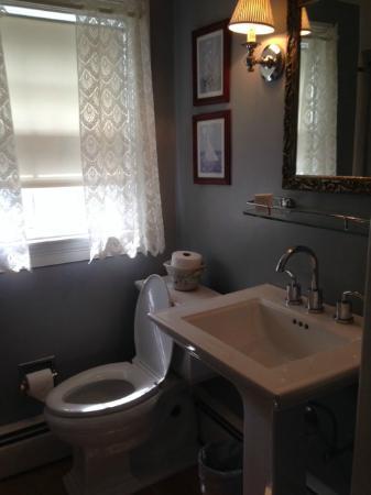 Hambleton Inn: Private bath in Talbot Rm