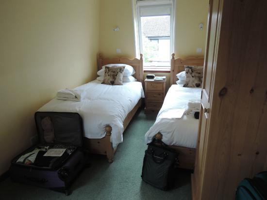 Atholdene House: Twin room