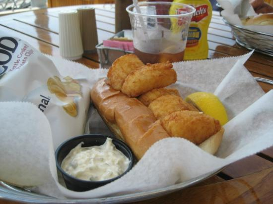 Southport, ME: scallop po' boy