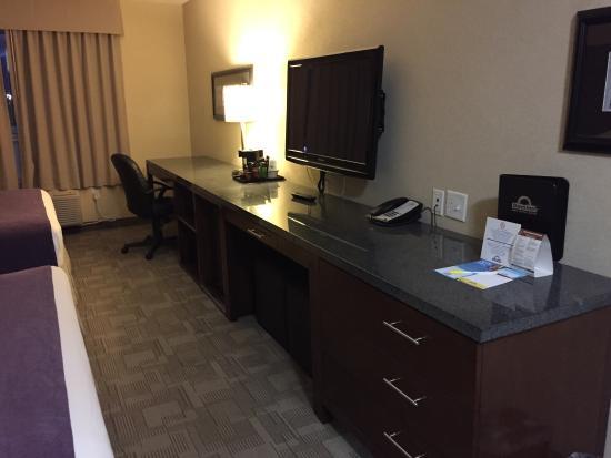 Interior - Days Inn by Wyndham Regina Airport West Photo