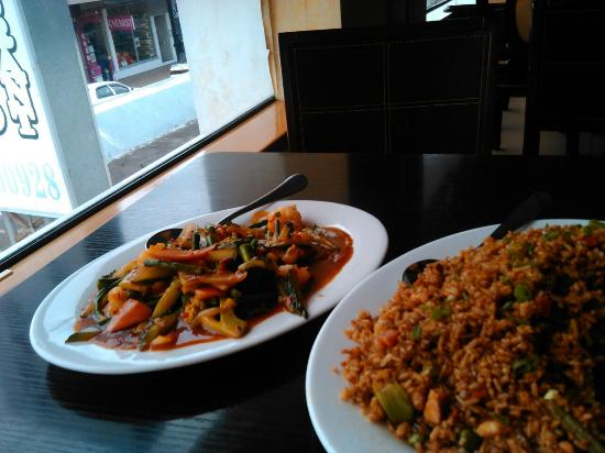 Sentai Seafood Restaurant: chicken fried rice and chilli prawns