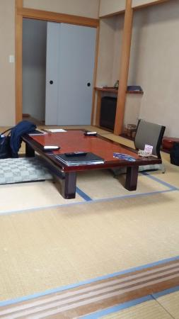 Kamikura: 縁側から部屋の眺め