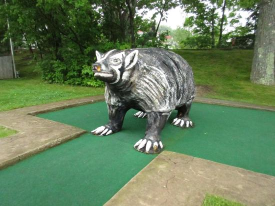 Red Putter Mini Golf : Red Putter: the badger state.