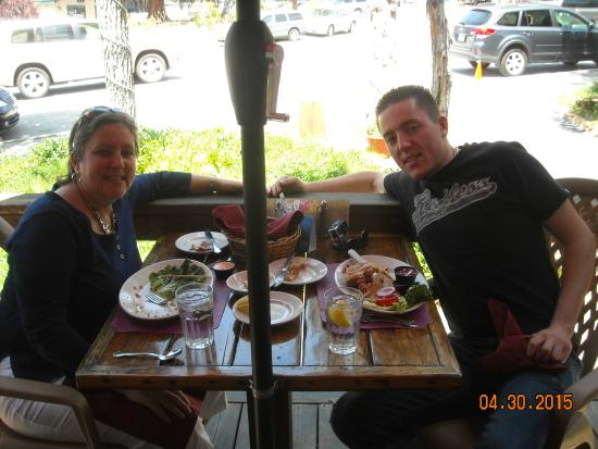 Idyllwild, CA: Lunch out on the deck