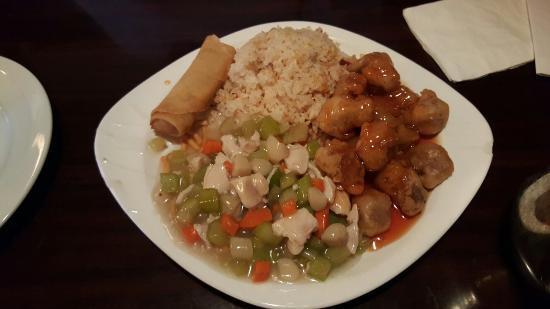 Red Lotus: 中華 コンビメニュー二つで$45.87 味は二人とも半分残しました。