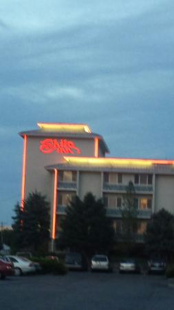 Shilo Inn Suites - Twin Falls: Awesome price,  awesome room size , friendly staff,  great n awesome location.  Thank you.