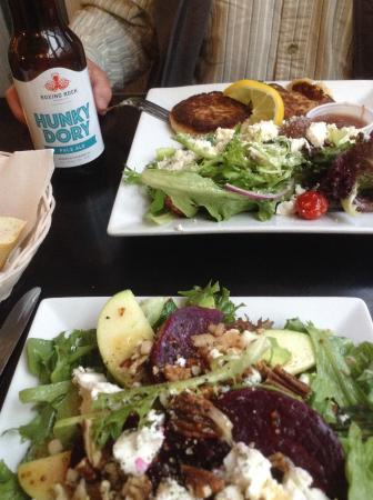 Magnolia's Grill: Roasted beet salad with goat cheese and pecans, fish cakes with Mediterranean salad