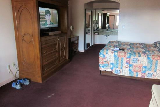 Saddle West Hotel And Rv Resort My Room Dirty Carpet Is From