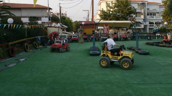 Hanioti, Grecia: Racing each other