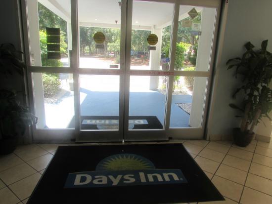 Days Inn by Wyndham Hilton Head: entrance