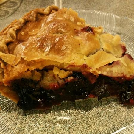 Peter's Cafe: Blackberry and aplle pie... Hot and delicious...
