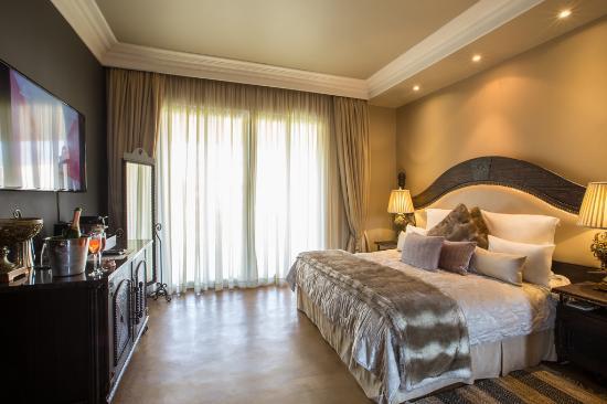 Thaba Eco Hotel: VIP suite bedroom