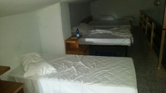 La Campagnola Hotel: La camera dei sette nani e Biancaneve. Mansarda si.......ma andare in bagno a ginocchia piegate.