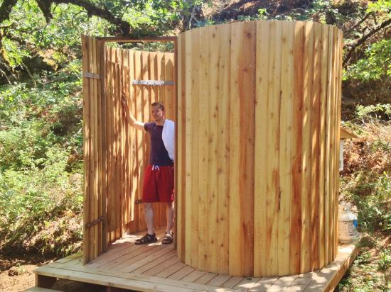 Westcliff Lodge: Outdoor shower for our glamping tent guests