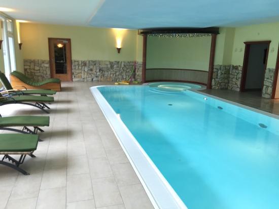 Hotel Schlehdorn: Schwimmbad, Ruheraum und die Ausstattung der Ferienwohnung Nr.23 mit einem herrlichen Ausblick v