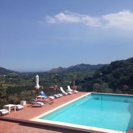 Il Poggio Country Resort: Luogo incantevole in mezzo alla campagna Siciliana, camere/appartamento ben arredate tutto curat