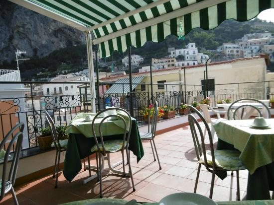 Hotel Amalfi: terrace view- dinning area