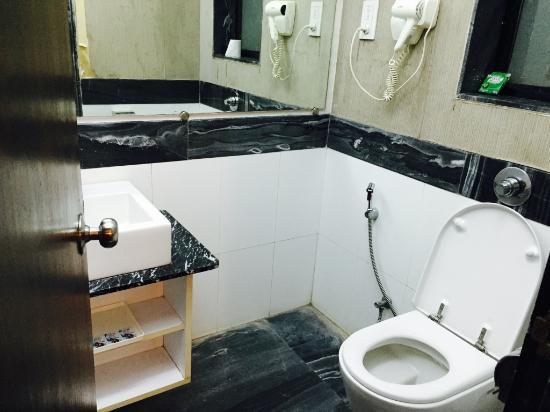 Le Royale : Washroom