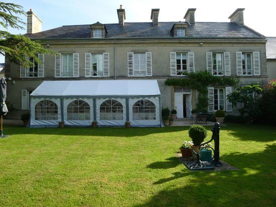 Clos de Bellefontaine : Garten mit Villa