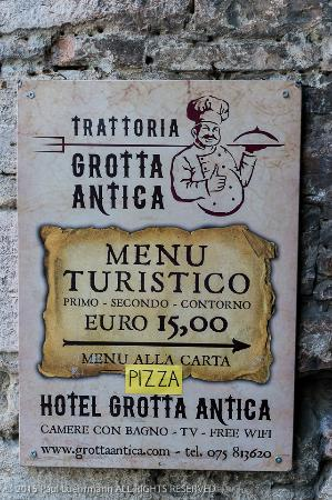 Ristorante Grotta Antica: Grotta Antica - sign showing the way