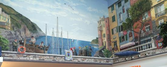 Красивая роспись - все по-итальянски:) - Picture of Le Terrazze, La ...