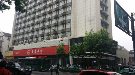 SSAW Hotel Hubin: right beside 招商银行