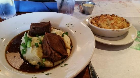 Summerhouse Bar and Restaurant: Spare Rib on Mashed Potatoes, Falling Apart Tender!