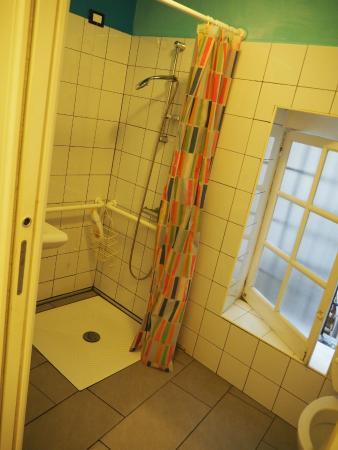 Manena Hostel: One of the bathrooms