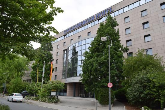 Steigenberger Hotel Dortmund: Außenansicht des Eingangs