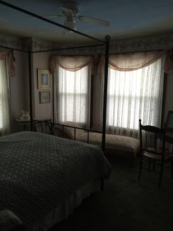 Gilded Swan Bed and Breakfast Photo