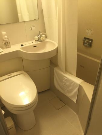 Nishitetsu Inn Shinsaibashi: バスルーム