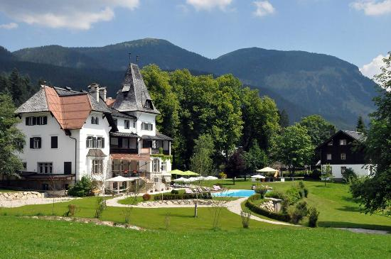 Landhaus Koller: Garten mit Pool