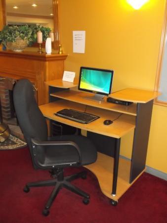 Front Royal, VA: Public computer in lobby