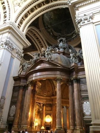 De toute beauté - Picture of Basilica de Nuestra Senora del Pilar, Zaragoza -...