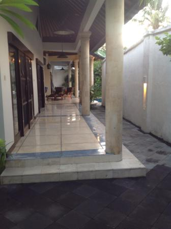 Bali Jade Villas: Entrance.