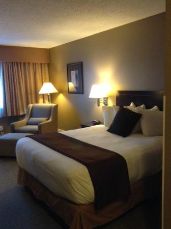 BEST WESTERN Cowichan Valley Inn : Room interior (single Queen bed)