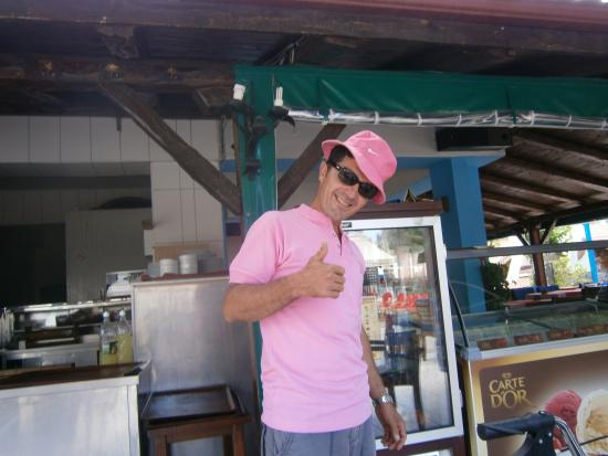 Captain Hook's Seafood Restaurant: One of the staff with my wife's hat!
