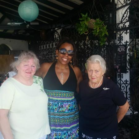 Richmond Hill Inn: Pic of me with two of the owners