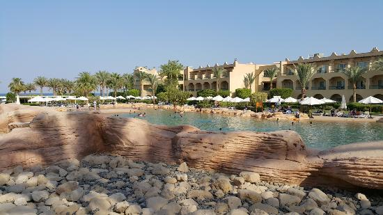 Stella Di Mare Grand Hotel: Hotel Overview from Pool Cliff
