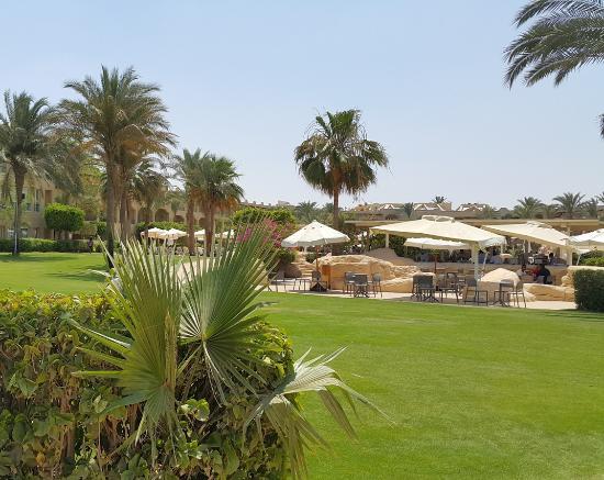 Stella Di Mare Grand Hotel: Hotel Gardens and Pool restaurant Bar