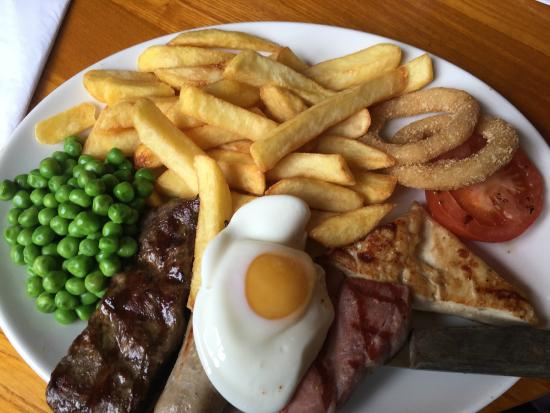 The Walton Arms: Mixed grill with chips