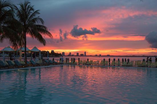 Une des plus belles vues le soir au coucher du soleil photo de the standard miami miami - Palpitations le soir au coucher ...