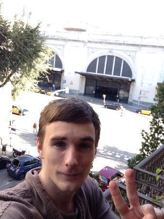 Hostal Orleans: Вид из окошка на вокзал