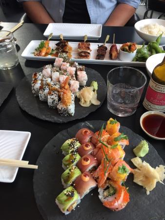 Sticks 'n' Sushi - Valby: Lækker sushi og stiks. Synes de anretter det lækkert og indbydende.
