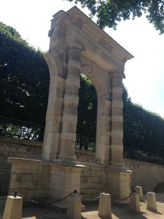 Ruine du palais des tuileries picture of jardin des for Bd du jardin botanique 50
